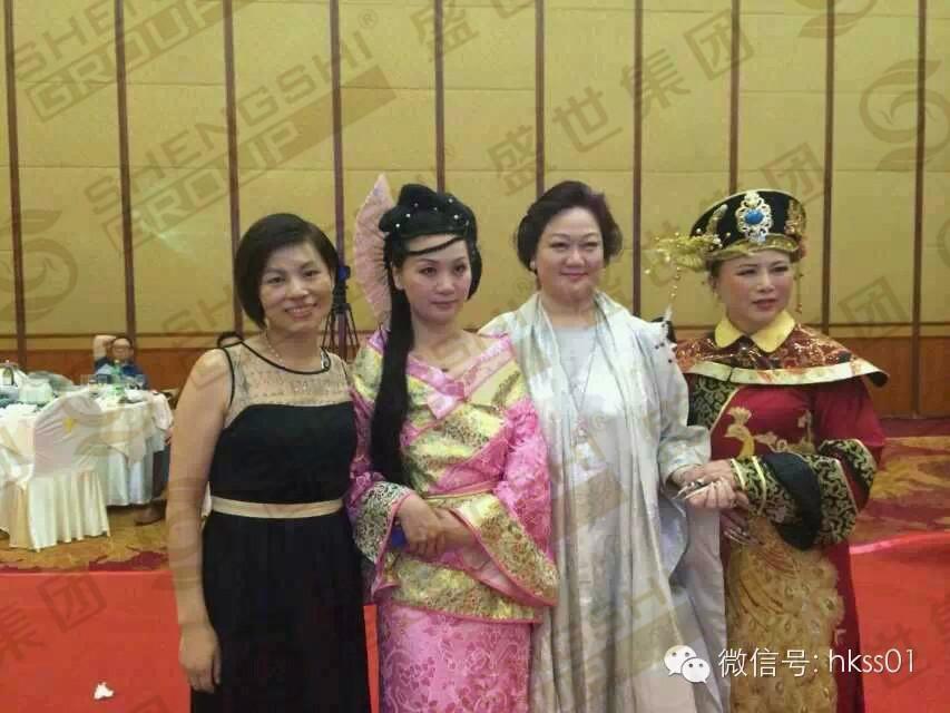 王俊华总裁与彭玉玲女士合影